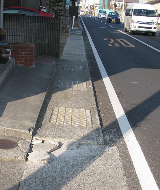 歩道の段差を解消(高松市多肥下町)